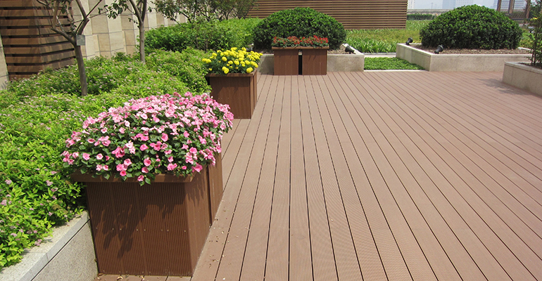 Tarima de madera tecnol gica para exteriores infohoreca for Deck de madera para exteriores