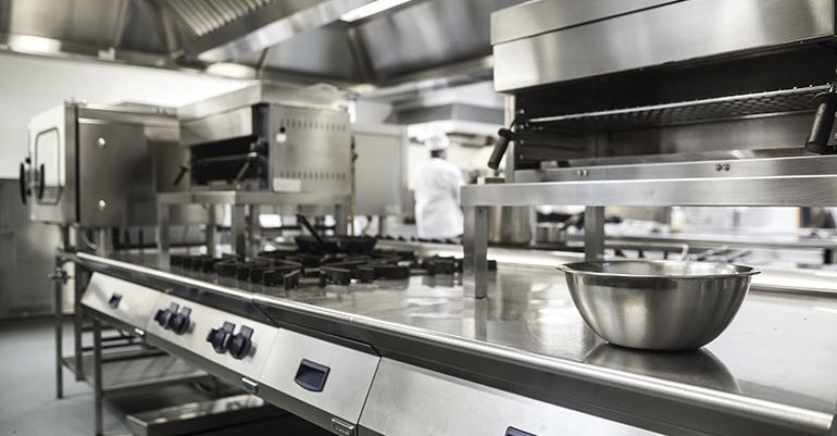 Equipar una cocina industrial con la maquinaria adecuada a cada ...