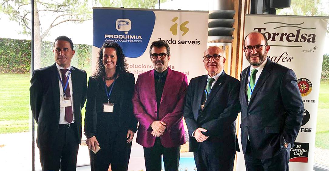 Firma de la colaboración entre Proquimia y los hosteleros de Lleida