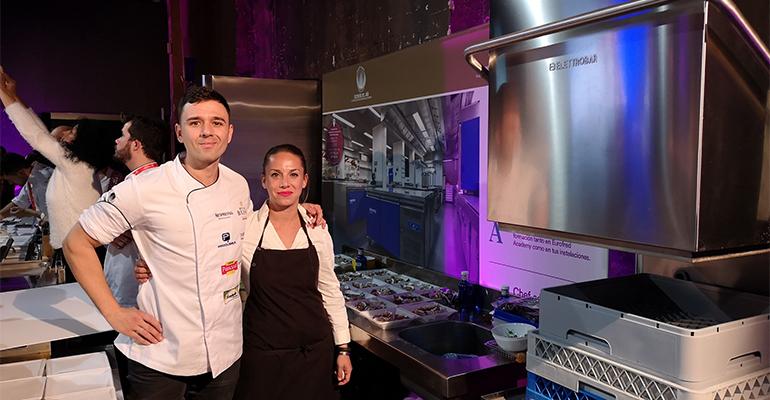 Álvaro Salazas y María Cano en el stand de Eurofred