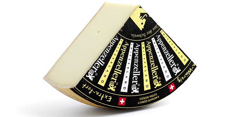 El queso suizo Appenzeller se elabora de la manera tradicional