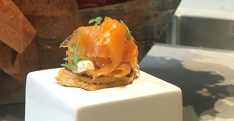 Blini de salmón noruego ahumado