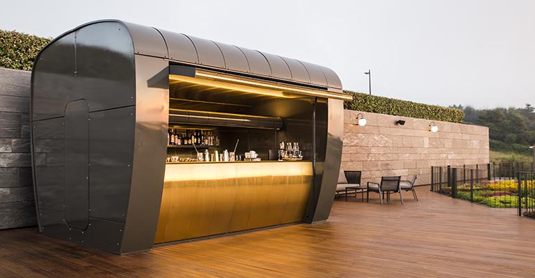 Cocktail Station en la terraza del Hotel Akelarre