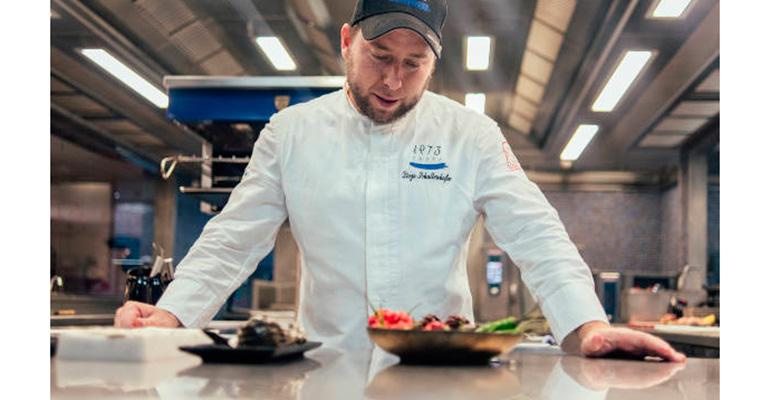 El cocinero Diego Schattenhofer presenta en Gastronomika una crema contra el virus