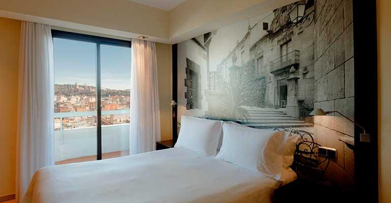 El Expo Hotel Barcelona se medicaliza para acoger pacientes y personal sanitario del Hospital Clínic