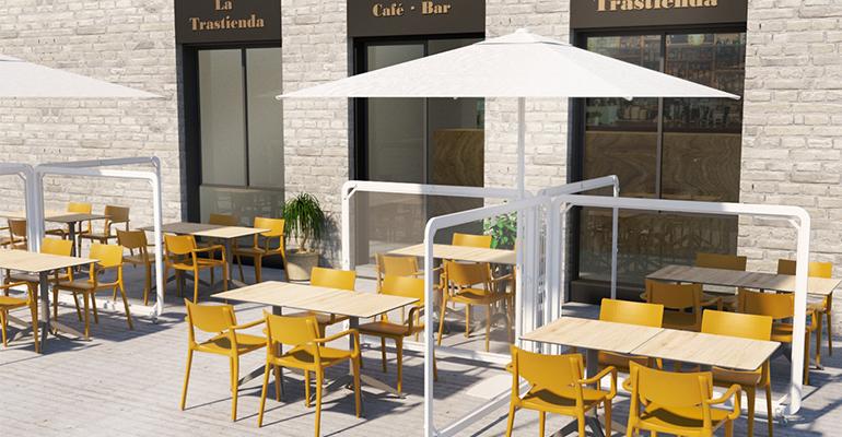 Prepara tu terraza de forma segura con mamparas y parasoles fáciles de limpiar