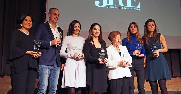 Foto de familia de las galardonadas en los premios Gastronomía en Femenino