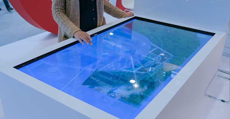 Vidrio antideslumbrante para pantallas interactivas