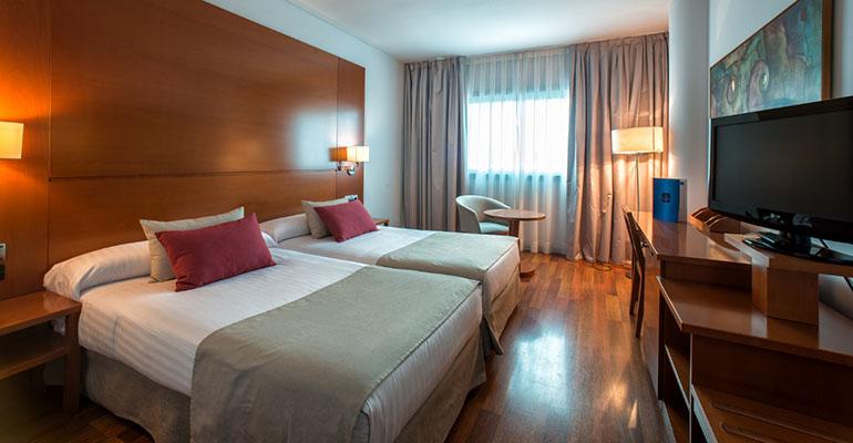 En las habitaciones del Hotel Azarbe se han renovado los textiles