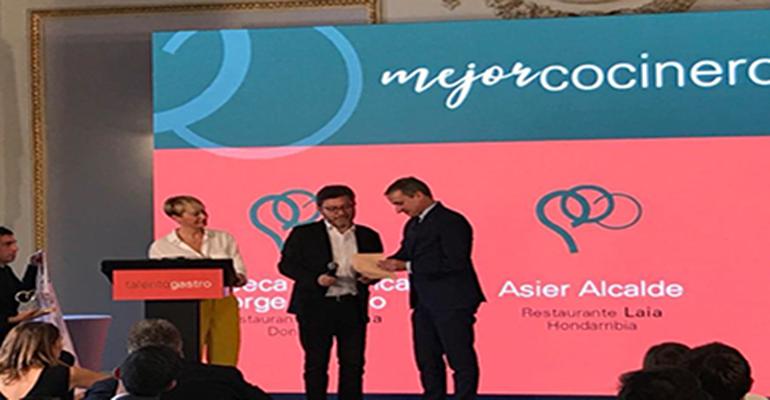 Fagor Industrial entrega a David Arellano, jefe de cocina de Eme Be Garrote, el galardón como mejor cocinero en los premios Talento Gastro