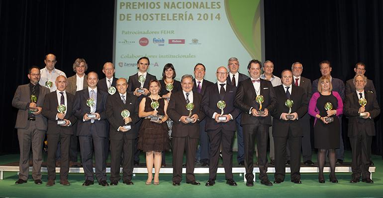 Foto de familia de los premiados en los premios nacionales de hostelería 2014