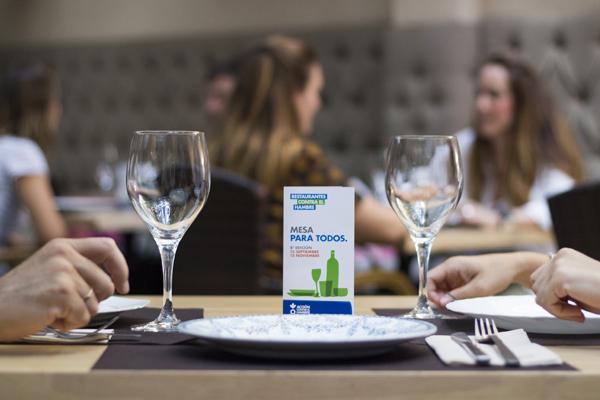 Distintivo de la campaña Restaurantes contra el Hambre