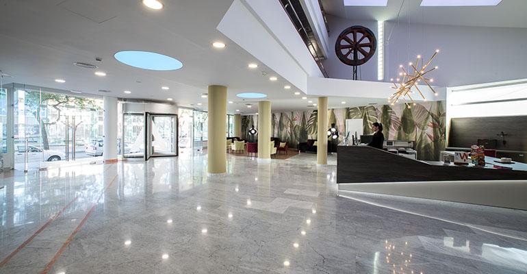 Recepción del Hotel Azarbe, en Murcia
