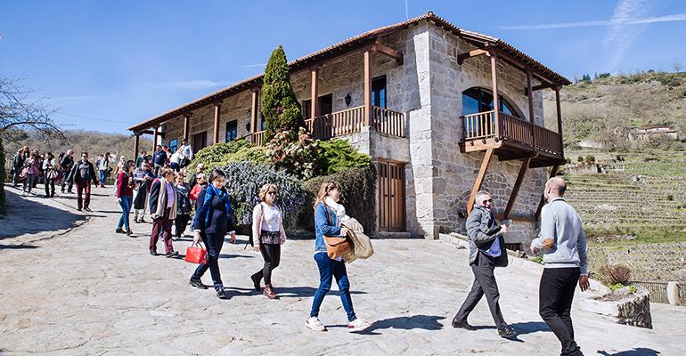 El colectivo hostelero La Buena Mesa visita la bodega Vía Romana en Ribeira Sacra