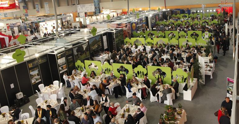 Zona de restauración de Xantar 2015, con restaurantes de todo el mundo