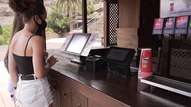 dispensador-autoservicio-coca-cola-bebidas--hosteleria-sostenible