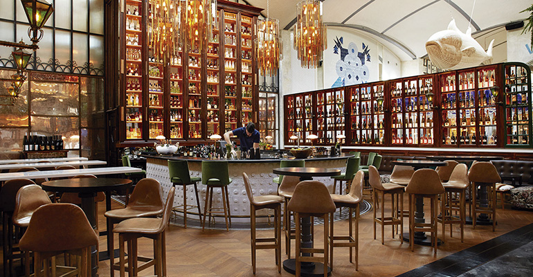 Barra de cócteles en el restaurante El Nacional