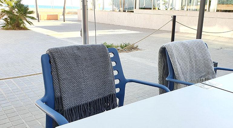 Mantas y plaids para hacer las terrazas más acogedoras