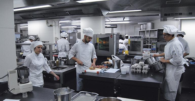Cocina del Restaurante Martín Berasategui en Lasarte-Oria