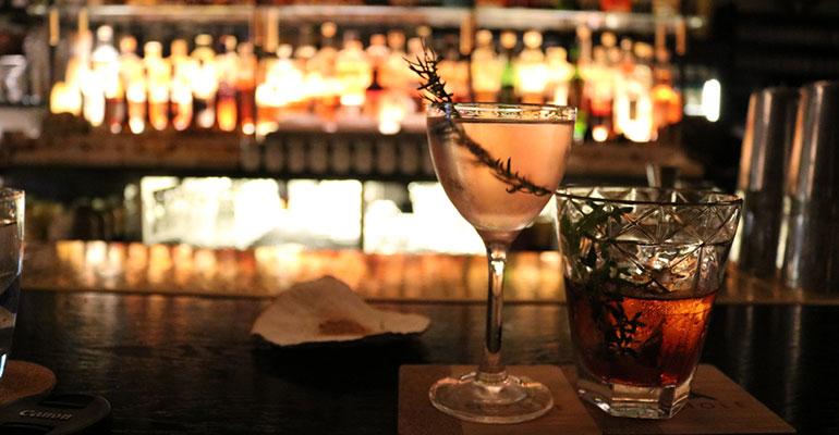 El consumo de alcohol diurno se hace en el afterwork