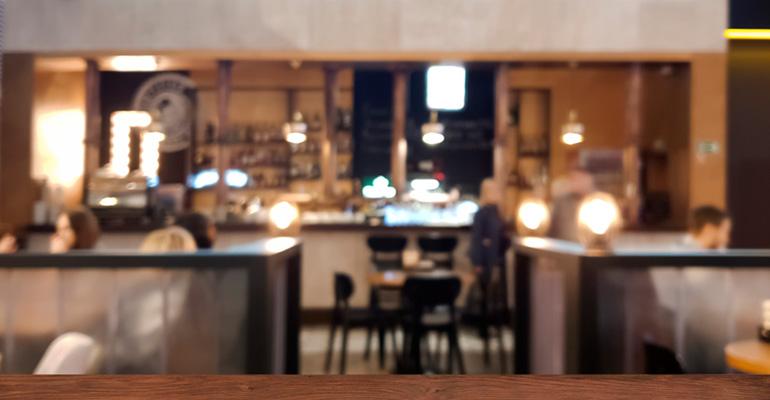 El 60% de los españoles ha dejado de ir a comer a los restaurantes