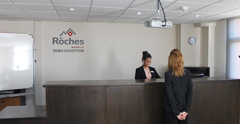 Les Roches Marbella - demostración de recepción de hotel