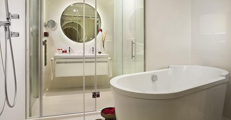 baños habitaciones hotel gran melia palacio de los duques