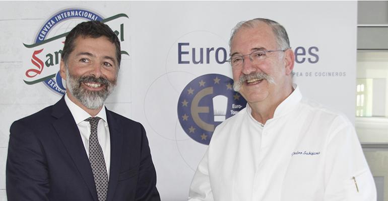 Guillermo Arrieta, de Mahou-San Miguel y presentes Pedro Subijana, Presidente de Euro-Toques en España
