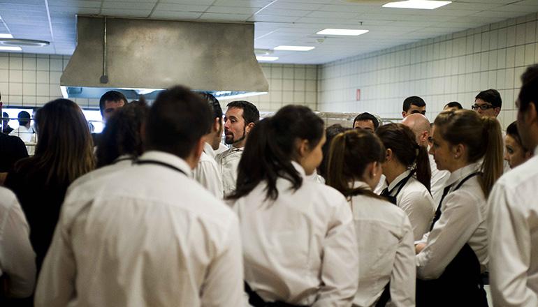 maitres y camareros en la cocina