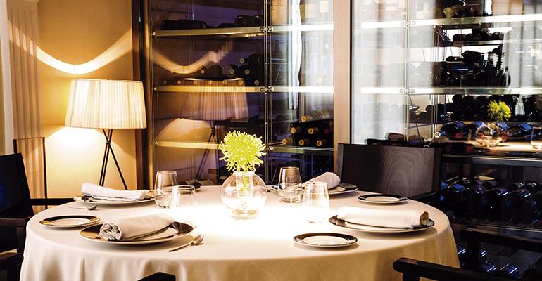 Mesa en el restaurante Chirón
