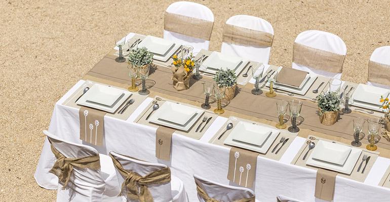 decoración mesas eventos en el exterior