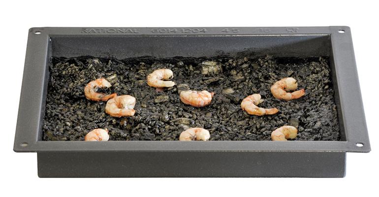 Bandeja de arroz negro cocinada con horno de Rational