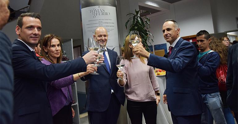 Brindis en la presentación del nuevo vino Tomás Ferro
