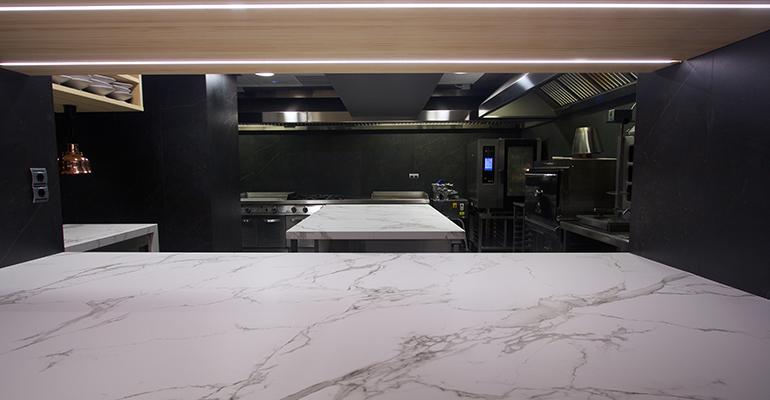 Perspectiva de la cocina del restaurante Topa Sulalderia