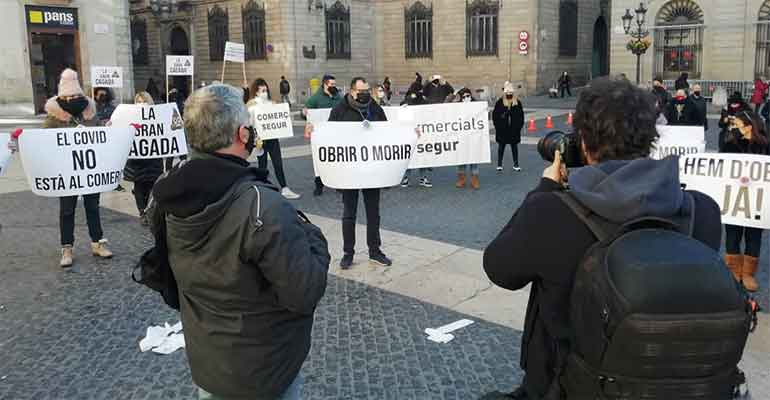 Hosteleros y comerciantes catalanes insisten en pedir un plan económico