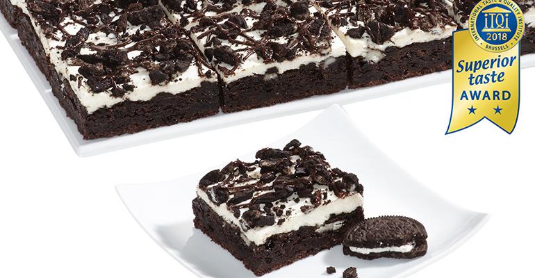 premio para el brownie con crema y galletas