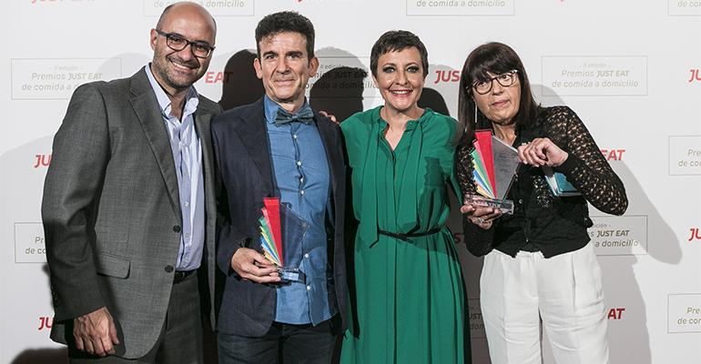 Jesús Rebollo, Country Manager Just Eat España, representantes Yecla33 y Eva Hache