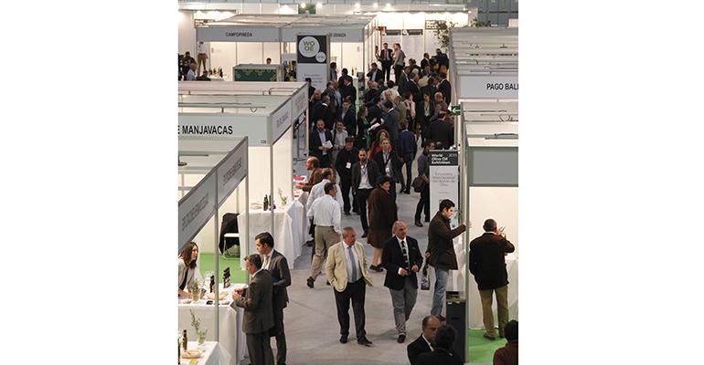 Visitantes profesionales en la exposición internacional del aceite