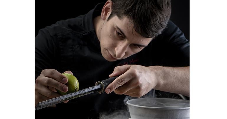 Rafel Muria, el chef de la miel, galardonado como Cocinero Revelación  en los Premios Nacionales de Gastronomía 2021