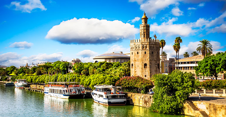 Sevilla, Barcelona y Valencia, los destinos preferidos para las vacaciones de verano 2020