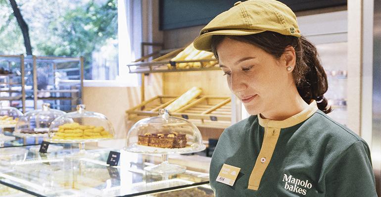 vestuario profesional Vranded Manolo Bakes con gorra