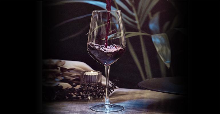 Copa de vino Chateu y vaso T-Sidra Stack apilable, fabricados en vidrio sodocálcico, reciclados y reciclables